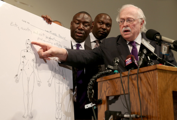 Joe Raedle「Family, Medical Examiner Discuss Autopsy Results In Brown Ferguson Shooting」:写真・画像(2)[壁紙.com]