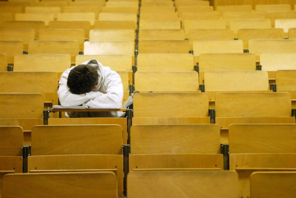 Sleeping「German Politicians Debate Future of Universities」:写真・画像(2)[壁紙.com]