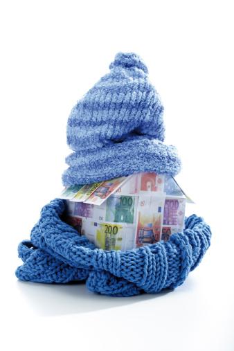 スカーフ「Model house of Euro notes wrapped in scarf and cap, close-up」:スマホ壁紙(18)