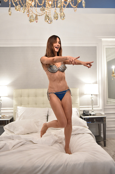 Victoria's Secret Fantasy Bra「Victoria's Secret Fantasy Bra Campaign Behind-The-Scenes With Lily Aldridge」:写真・画像(7)[壁紙.com]