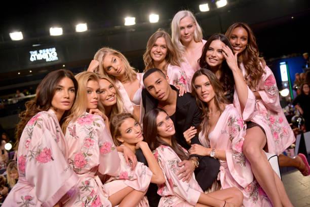 Victoria's Secret「2017 Victoria's Secret Fashion Show In Shanghai - Hair & Makeup」:写真・画像(5)[壁紙.com]