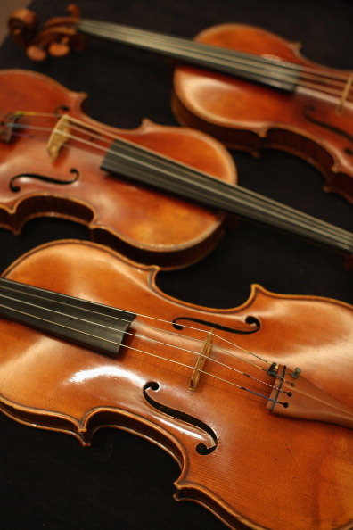 Violin「The Work Of 19th Century French Violin Maker Jean-Baptiste Vuillaumme Is Displayed Prior To Auction At Sotheby's」:写真・画像(5)[壁紙.com]