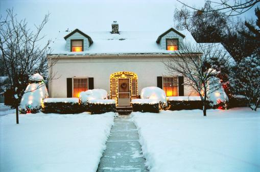 Garden Path「House exterior with Christmas decorations」:スマホ壁紙(10)