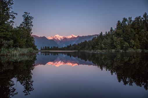 Lake Matheson「Lake Matheson And The Southern Alps At Dusk」:スマホ壁紙(10)