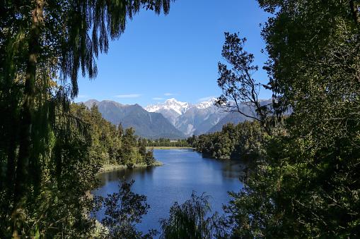 Westland - South Island New Zealand「Lake Matheson Landscape Panorama, New Zealand, South Island」:スマホ壁紙(13)