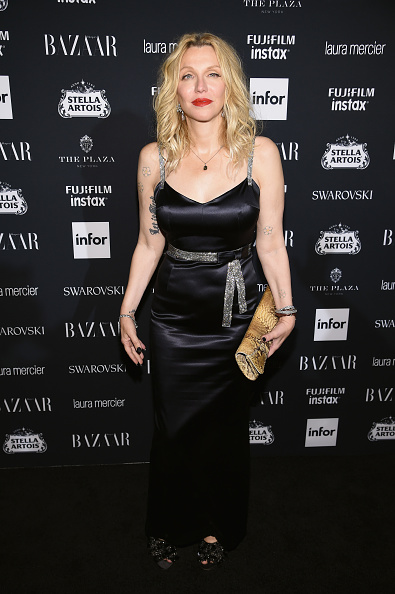 Courtney Love「Harper's BAZAAR Celebrates 'ICONS By Carine Roitfeld' At The Plaza Hotel Presented By Infor, Laura Mercier, Stella Artois, FUJIFILM And SWAROVSKI - Red Carpet」:写真・画像(18)[壁紙.com]