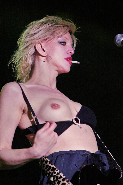 Courtney Love「Music Midtown 2004 - Day 3 5/2/04」:写真・画像(2)[壁紙.com]