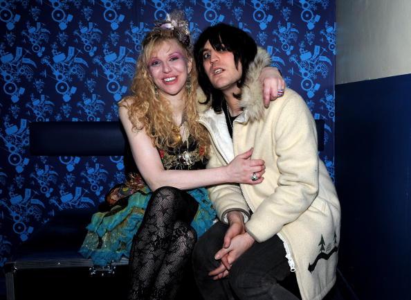 Noel Fielding「Hole Perform NME Shockwaves Awards Show At Shepherd's Bush Empire」:写真・画像(10)[壁紙.com]