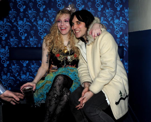 Noel Fielding「Hole Perform NME Shockwaves Awards Show At Shepherd's Bush Empire」:写真・画像(9)[壁紙.com]