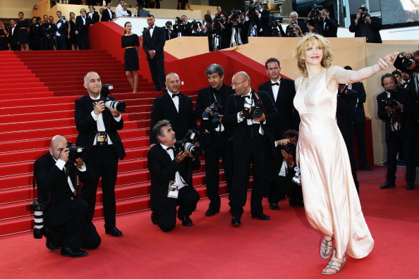 """V-Neck「""""This Must Be The Place"""" Premiere - 64th Annual Cannes Film Festival」:写真・画像(19)[壁紙.com]"""