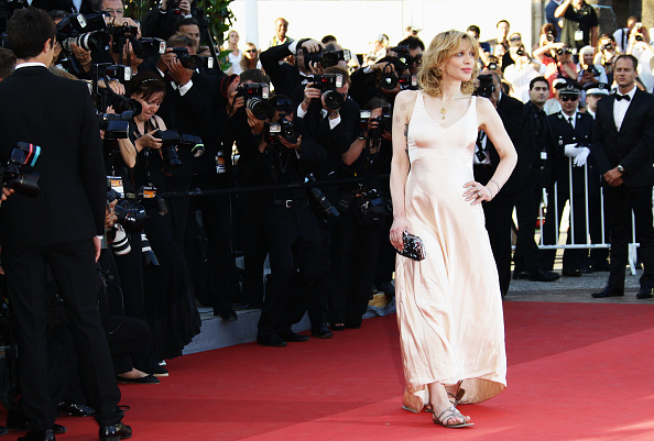 """V-Neck「""""This Must Be The Place"""" Premiere - 64th Annual Cannes Film Festival」:写真・画像(18)[壁紙.com]"""