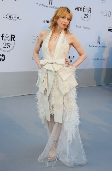 Courtney Love「2011 amfAR Cinema Against AIDS - Red Carpet Arrivals」:写真・画像(6)[壁紙.com]