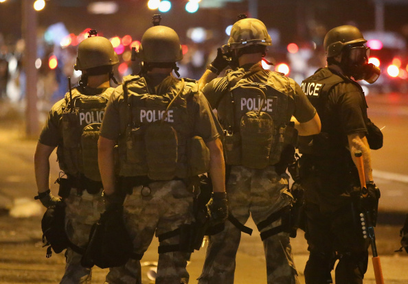 ミズーリ州「Outrage In Missouri Town After Police Shooting Of 18-Yr-Old Man」:写真・画像(15)[壁紙.com]