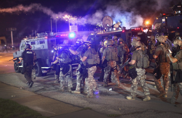 Ferguson - Missouri「Outrage In Missouri Town After Police Shooting Of 18-Yr-Old Man」:写真・画像(14)[壁紙.com]