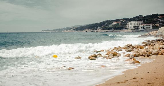Wave「カシスの近くのビーチの風景」:スマホ壁紙(2)
