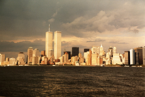 Sepia Toned「Dark clouds over New York City」:スマホ壁紙(16)
