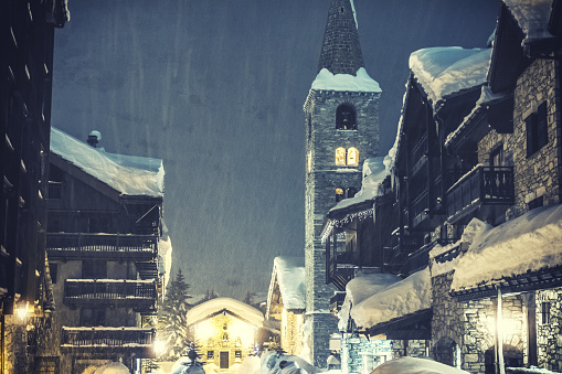 Tarentaise「French ski resort of Val d'Isere village streets with church by snowy night」:スマホ壁紙(3)