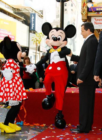 ミッキーマウス「Michael D. Eisner Honored On The Hollywood Walk Of Fame」:写真・画像(6)[壁紙.com]