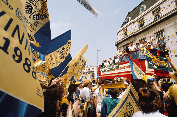 Double-Decker Bus「Wimbledon 1988 FA Cup Winners Open Top Bus Parade」:写真・画像(1)[壁紙.com]