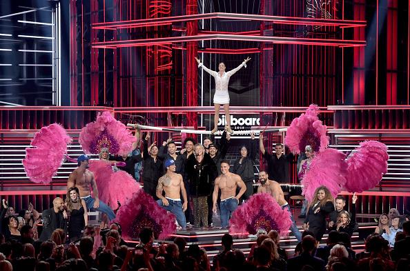 Kelly public「2018 Billboard Music Awards - Show」:写真・画像(7)[壁紙.com]