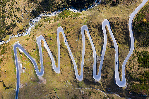 Hairpin Curve「Winding Mountain Pass in Swiss Alps, Aerial View」:スマホ壁紙(5)