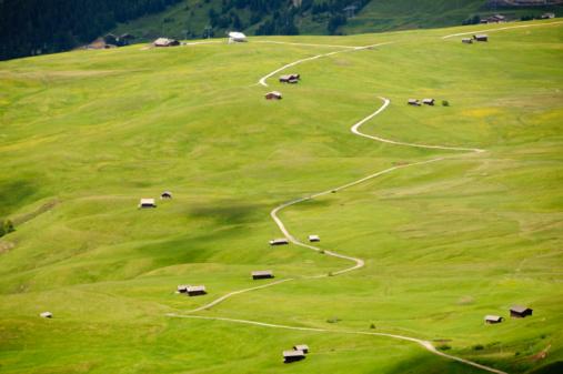 European Alps「Winding mountain path」:スマホ壁紙(18)