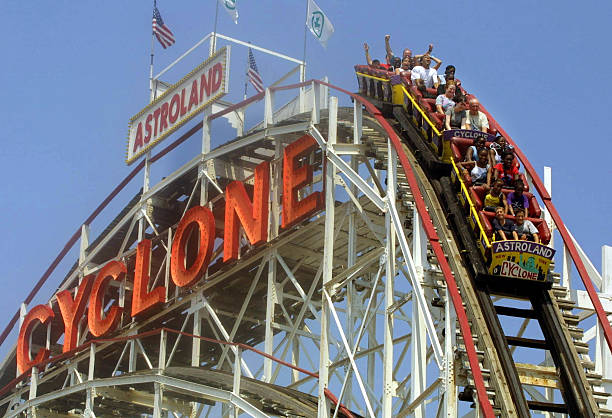 """Cyclone"" Roller Coaster at Coney Island:ニュース(壁紙.com)"