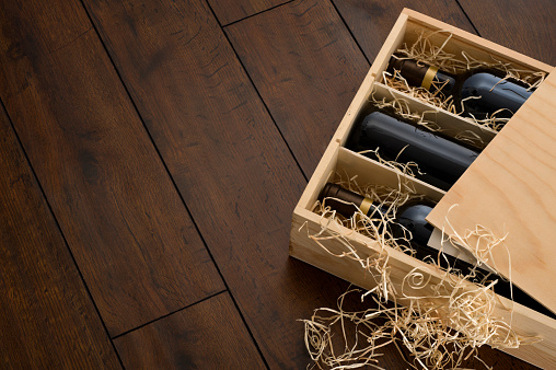 Wine Bottle「Opened wooden wine box packed with wine and straw」:スマホ壁紙(6)