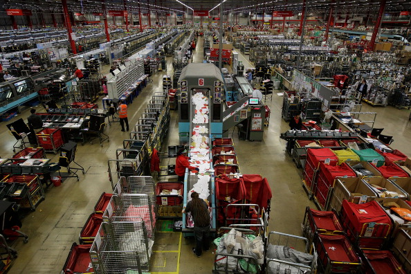 Northamptonshire「Royal Mail Processes Final Mail For Christmas Deadlines」:写真・画像(3)[壁紙.com]
