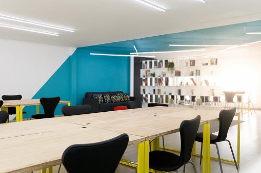 Corporate Business「Modern open space coworking office」:スマホ壁紙(0)