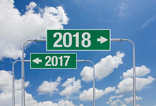 大晦日「新年 2018 の出口を出ると緑の道路標識」:スマホ壁紙(2)