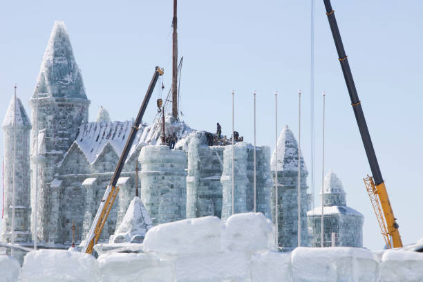 An ice palace built with blocks of ice from the Songhue river in Harbin, Heilongjiang Province, Northern China:ニュース(壁紙.com)