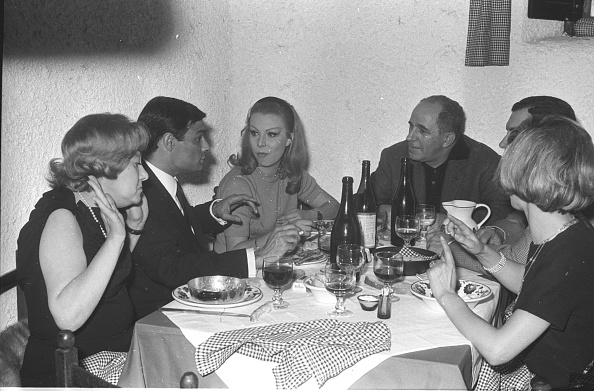 Communication「People eating out at the Italian restaurant 'Cucurucu', Rome 1966」:写真・画像(16)[壁紙.com]