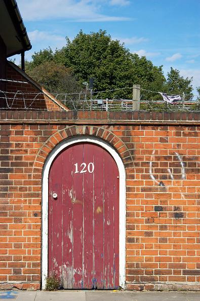 Brick Wall「Garden wall with door.」:写真・画像(11)[壁紙.com]
