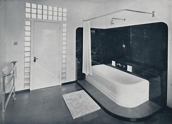 Costume Jewelry「Robin Byng - Bathroom In Grosvenor Square」:写真・画像(2)[壁紙.com]