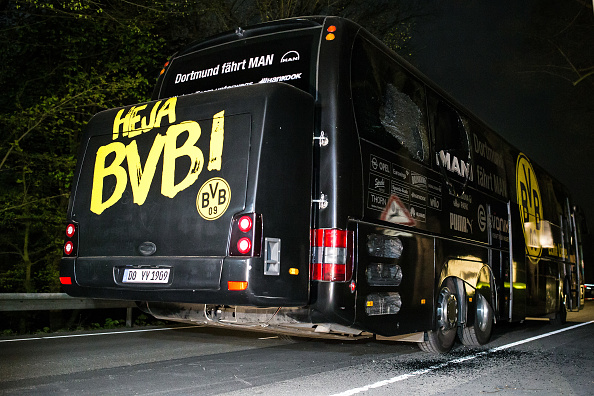 Bus「Borussia Dortmund Bus Explosion Injures One」:写真・画像(1)[壁紙.com]