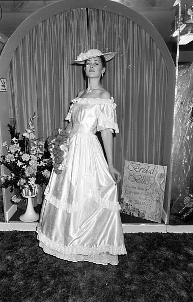 Wedding Dress「Wedding Gown 1987」:写真・画像(11)[壁紙.com]