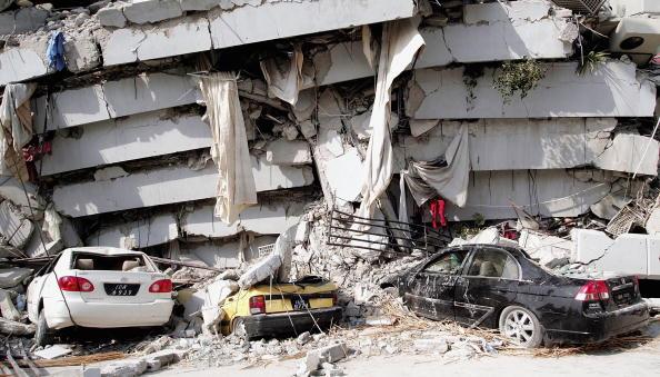 Pakistan「Hundreds Dead In Pakistan India Border Earthquake」:写真・画像(7)[壁紙.com]