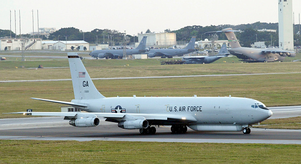 Military Base「The E-8,(Joint STARS) lands on a mission at the U.S. Air Force Base February 18, 2004 in Kadena,Japan.」:写真・画像(15)[壁紙.com]