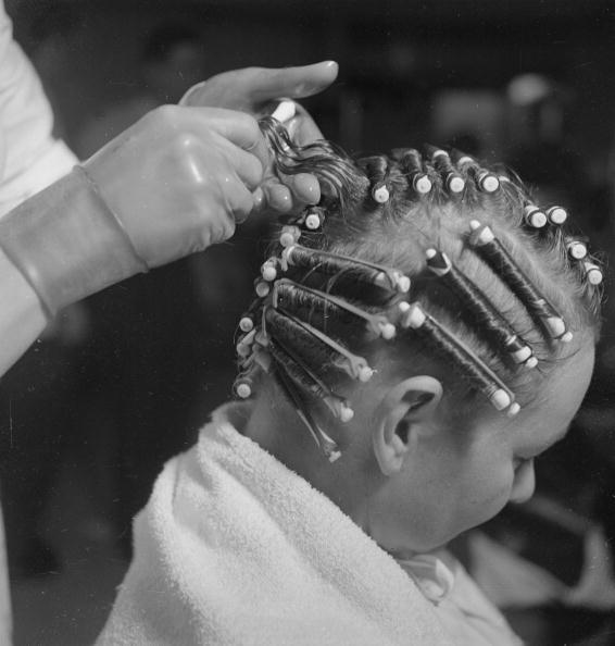 Chaloner Woods「At The Hairdressers」:写真・画像(17)[壁紙.com]