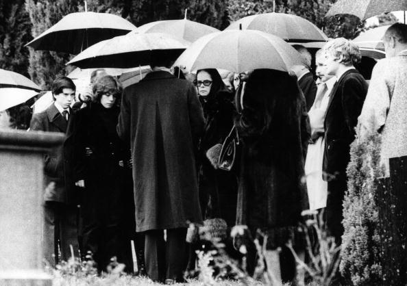 Serious「Chaplin's Funeral」:写真・画像(12)[壁紙.com]