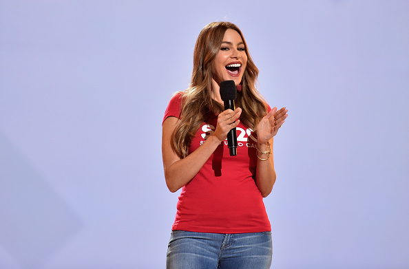 Sofia Vergara「Stand Up To Cancer Marks 10 Years Of Impact In Cancer Research At Biennial Telecast - Inside」:写真・画像(17)[壁紙.com]