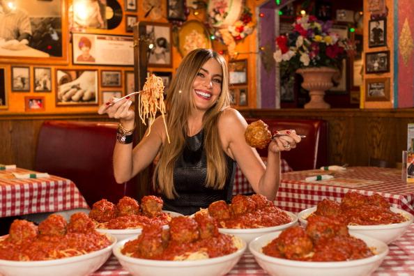 "Sofia Vergara「Sofia Vergara Launches ""Meatballs 4 Ninos"" At Buca di Beppo Restaurants Nationwide To Benefit St. Jude Children's Research Hospital」:写真・画像(16)[壁紙.com]"