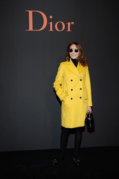 Yellow Coat「Dior Homme : Photocall - Paris Fashion Week - Menswear F/W 2017-2018」:写真・画像(3)[壁紙.com]