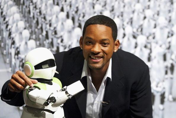 1人「Will Smith Attends 'I,Robot' Press Conference」:写真・画像(11)[壁紙.com]