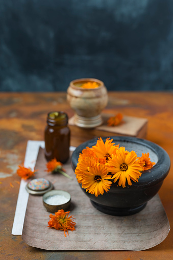 Mortar and Pestle「Making Pot Marigold salve」:スマホ壁紙(19)