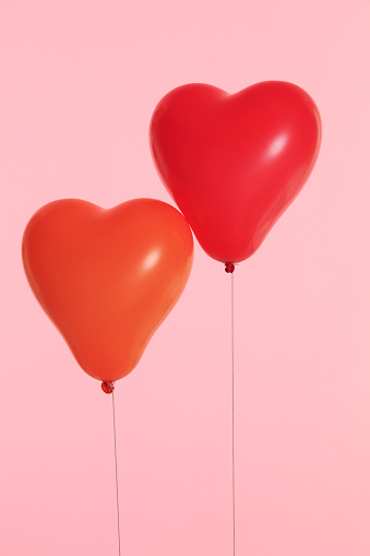 ハート「Two red heart shaped balloons」:スマホ壁紙(5)