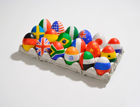 Global Village「Tray of eggs with world flags painted on them」:スマホ壁紙(15)