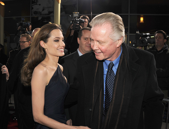 Angelina Jolie「Premiere Of FilmDistrict's 'In The Land Of Blood And Honey' - Red Carpet」:写真・画像(17)[壁紙.com]