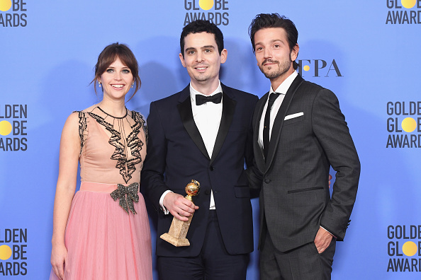 Burberry「74th Annual Golden Globe Awards - Press Room」:写真・画像(8)[壁紙.com]
